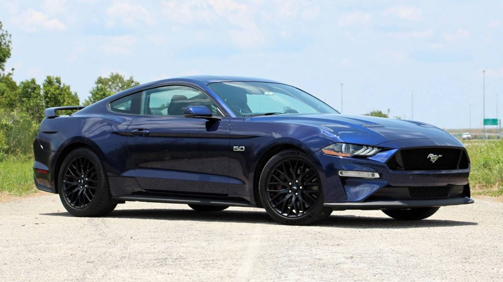 Ford Mustang GT (AT)