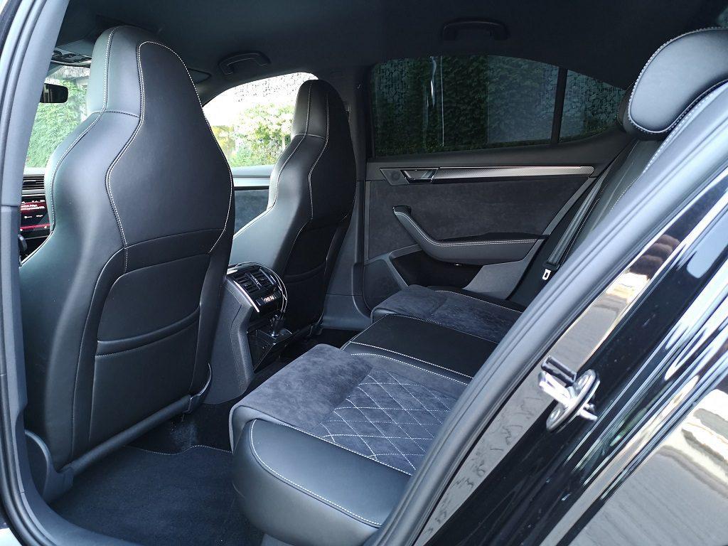 skoda superb sportline limousine wynajem krakow samochody na wynajem krakow lotnisko balice automat na wynajem diesel