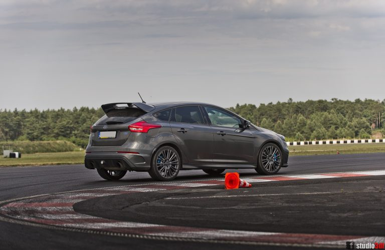 Ford Focus rs wynajem krakow wypozyczalnia samochodow sportowych bez kaucji krakow malopolska slask
